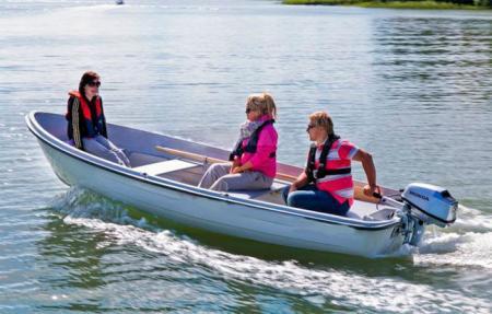 Стеклопластиковая лодка «SAVA 440»