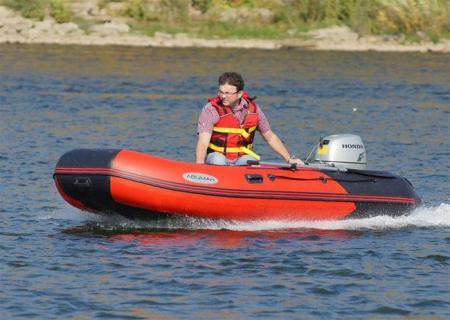 Надувная ПВХ лодка «Лоцман М 380»