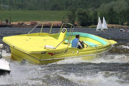 Специализированная лодка «Стрингер SKY 28» для занятий парасейлингом